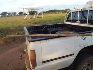 Pedaço de madeira usado para a prática do crime, segundo Perícia Criminal (Foto: Perícia Técnica Criminal / Divulgação)