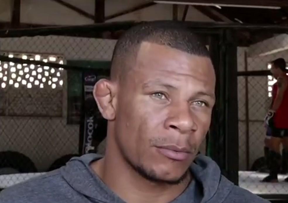 Alex Cowboy, lutador do UFC, é procurado pela polícia  — Foto: Reprodução/TV Rio Sul