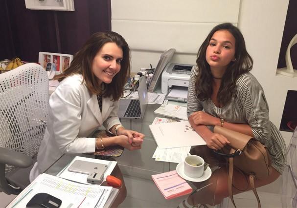 Bruna Marquezine com a nutricionista Patricia Davidson:cinco quilos a menos (Foto: Divulgação)