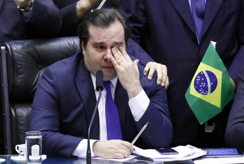 O presidente da Câmara, Rodrigo Maia (DEM-RJ), chora após ser aplaudido em plenário durante votação da reforma da Previdência — Foto: Luis Macedo/Câmara dos Deputados