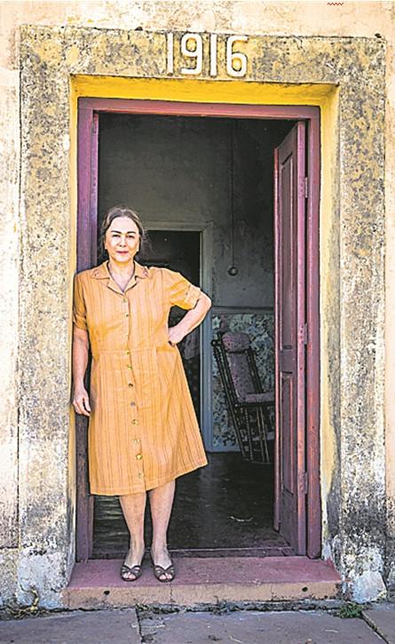 Nivea Maria como Evelina durante as gravações de 'A dona do pedaço'  (Foto: TV Globo/João Miguel Júnior)