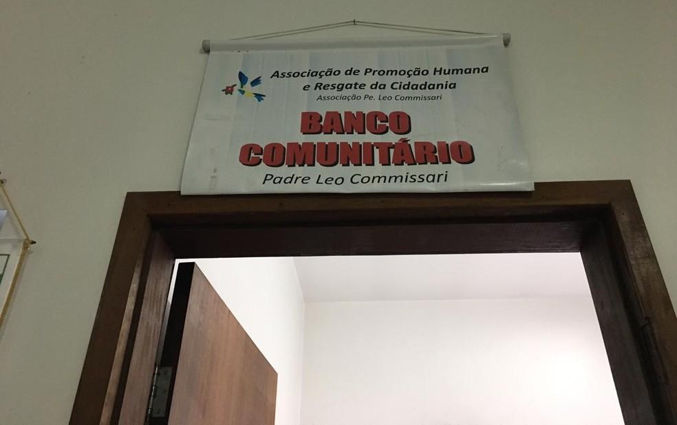 Entrada do Banco Comunitário Padre Leo Commissari em São Bernardo do Campo — Foto: Deslange Paiva / G1 SP