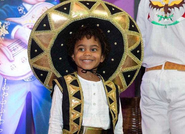 Roque, filho caçula de Regina Casé, festejou aniversário em clima mexicano (Foto: Felipe Panfili/Divulgação)
