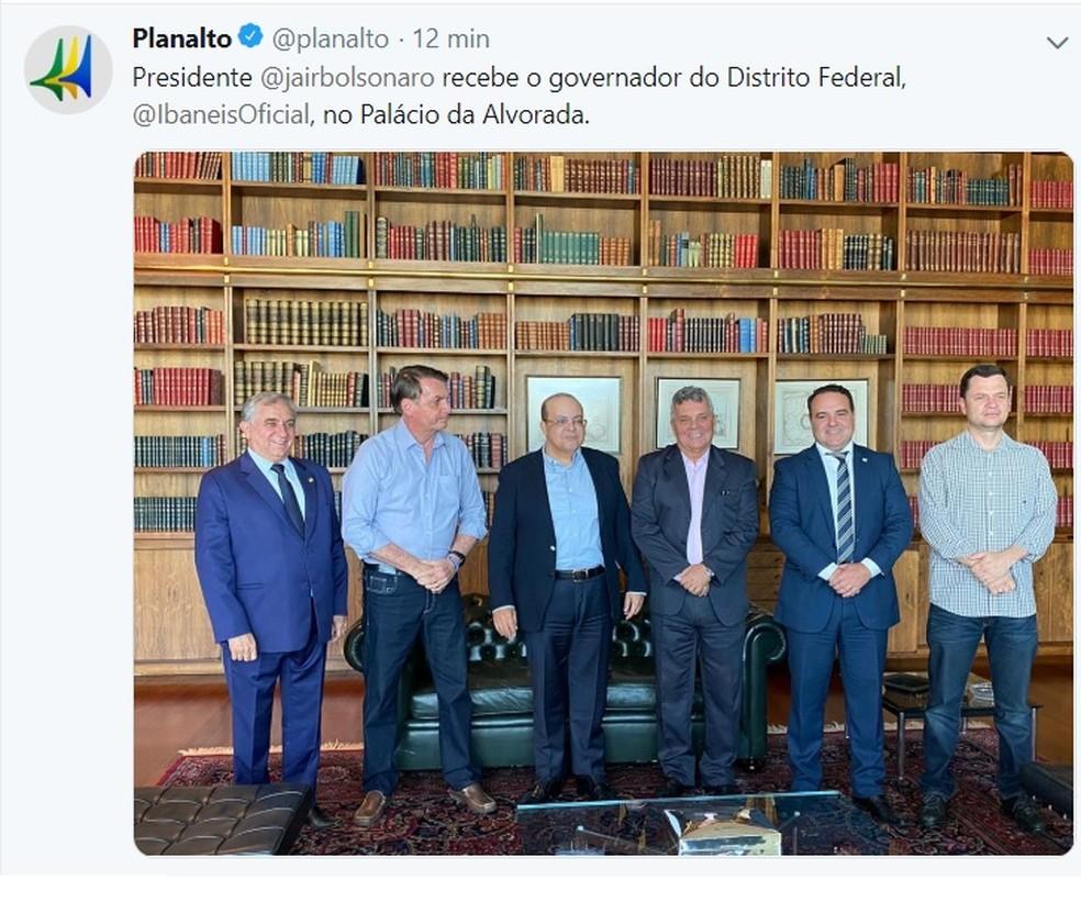 Presidente Jair Bolsonaro recebe o governador do Distrito Federal, Ibaneis Rocha, no Palácio da Alvorada. — Foto: Twitter/Reprodução