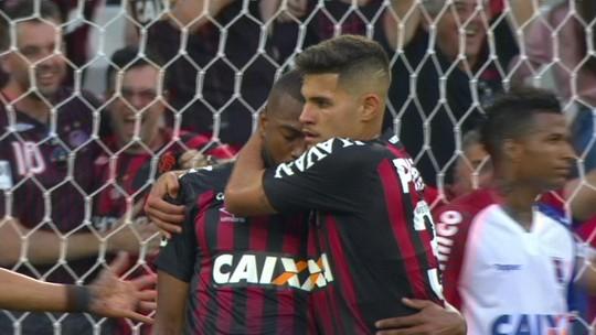 3 em 1: Marcelo Cirino se desdobra no ataque e mostra versatilidade no Atlético-PR