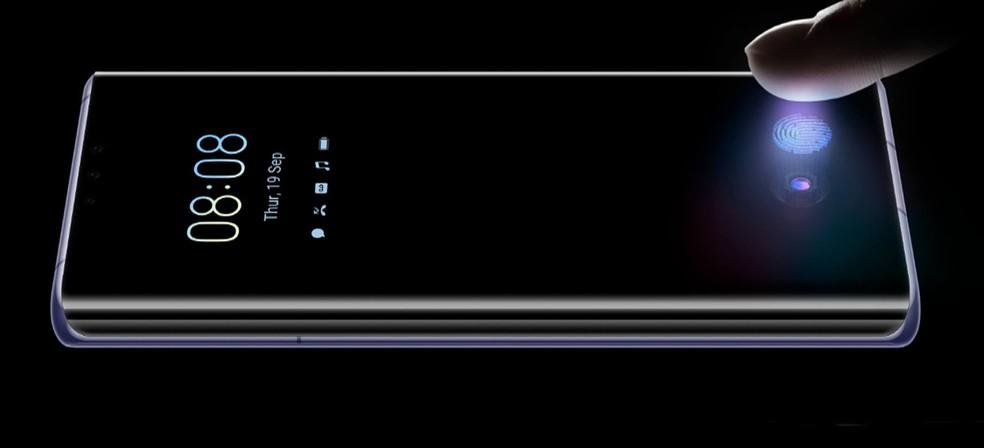 O leitor de digital do Huawei Mate 30 Pro fica sob a tela — Foto: Divulgação/Huawei