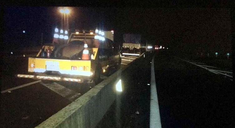 Pai e filho morrem atropelados por caminhão na SP-330 em Santa Cruz da Conceição