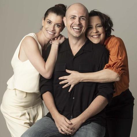 Alinne Moraes e Ana Beatriz Nogueira com Gustavo Pinheiro (Foto: Lucio Luna)