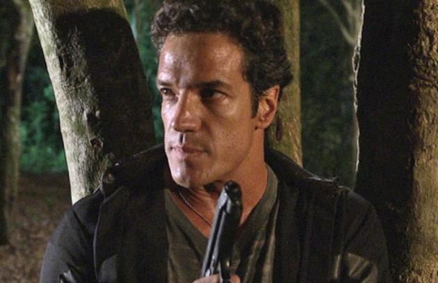 Na segunda-feira (1º), Tereza Cristina (Christiane Torloni) vai ameaçar Ferdinand (Carlos Machado) para que ele coloque fogo na mansão de Griselda (Lilia Cabral) (Foto: Reprodução)