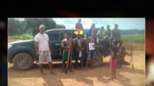 Indígenas mantêm protesto na BR-230 e cobram promessas da Norte Energia durante obras de Belo Monte no Pará
