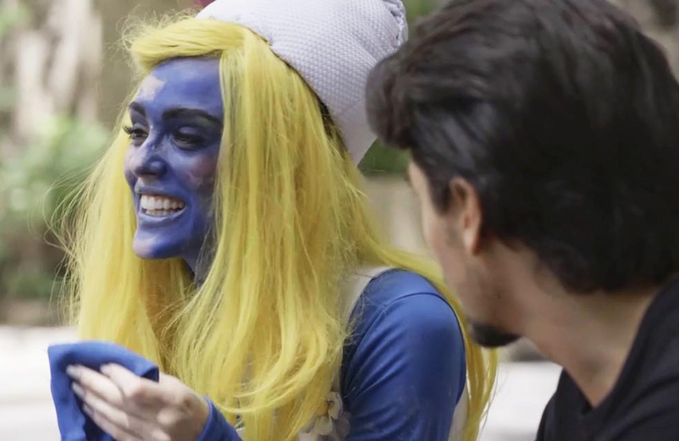 Manuzita (Isabelle Drummond) fica feliz da vida com a chance de participar de novela da Globo na trama de 'Verão 90' — Foto: TV Globo