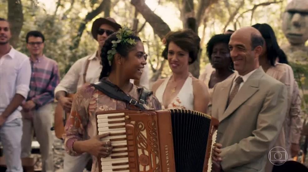 Lucy Alves interpretou três canções em cena (Foto: Reprodução/TV Globo)