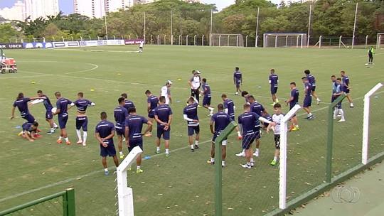 """Robinho comemora primeiro gol pelo Goiás e valoriza vitória com virada: """"Ainda mais especial"""""""