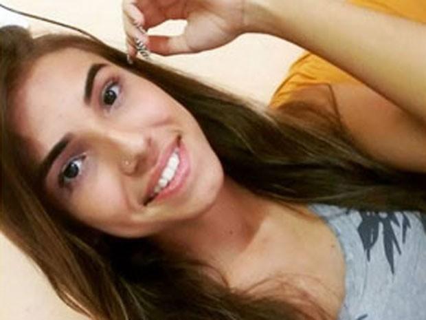 Alice Seabra, 19 anos, está desaparecida desde sexta-feira. (Foto: Reprodução / Facebook)