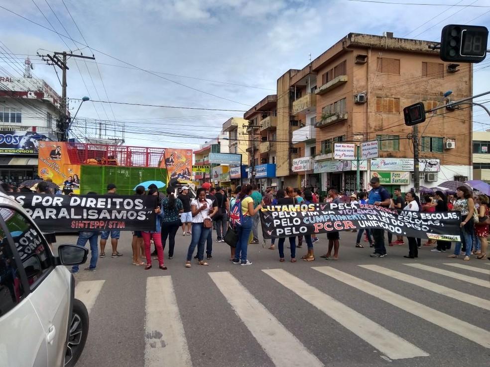 -  Protesto no cruzamento das avenidas Rui Barbosa com a Barão do Rio Branco em Santarém  Foto: Reprodução/Redes Sociais