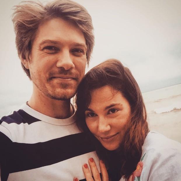 Taylor Hanson e a mulher, Natalie (Foto: Reprodução)