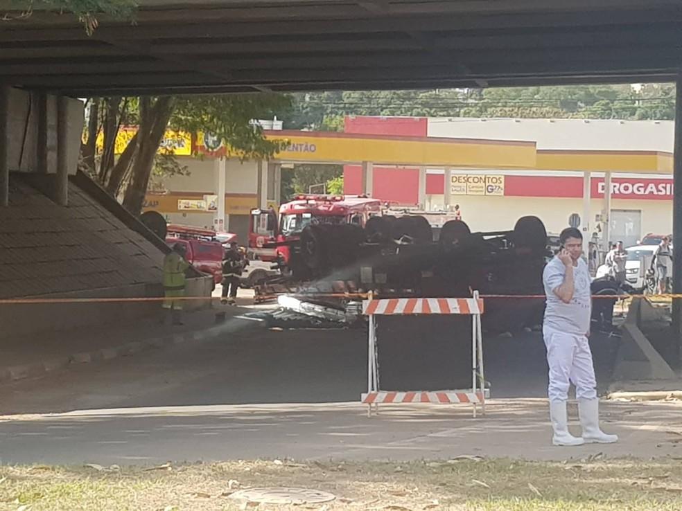 Caminhão perdeu o freio e atingiu motociclista na Avenida da Saudade (Foto: Evandro Marques/TV Fronteira)