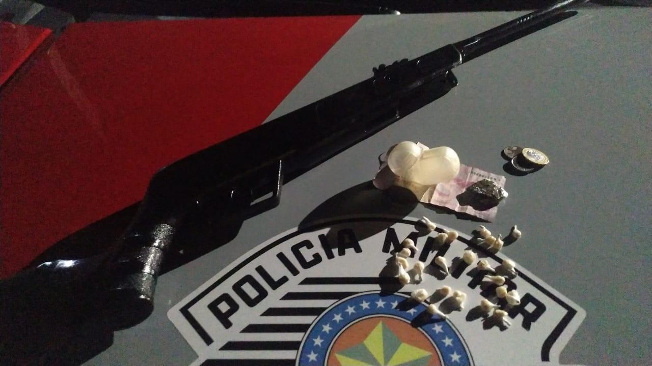 Mulheres são presas com porções de crack, maconha e espingarda de ar comprimido adaptada para calibre 22