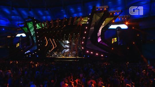 Banda Natiruts toca 'Vamos Fugir' no Festival de Verão