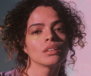 Raquel Villar interpreta Jasmin em 'DOM' | Divulgação