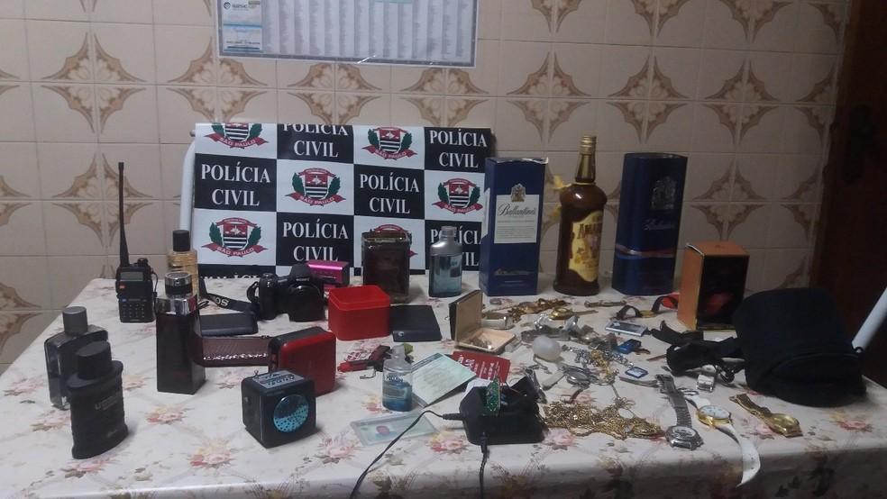 Objetos furtados em cinco residências foram apreendidos em São Carlos (Foto: Reprodução/ACidadeONSãoCarlos)