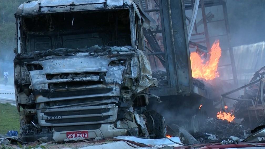 Tragédia na BR-101, em Mimoso do Sul, mata membros de grupo de dança (Foto: Reprodução/ TV Gazeta)