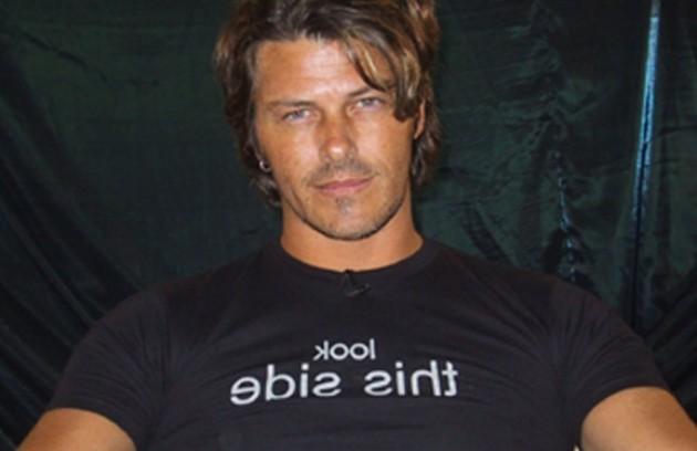 Caetano foi o primeiro eliminado do programa, em 2002 (Foto: Reprodução)