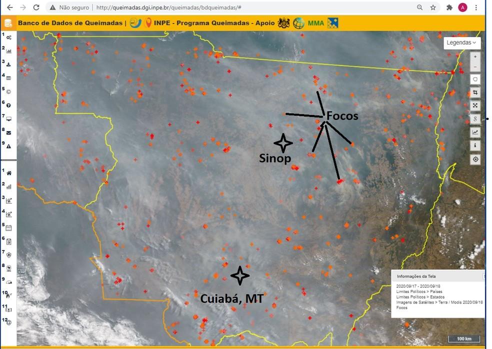 Imagem de satélite do Inpe desta sexta-feira (18) mostra nuvem de fumaça sobre a área de Mato Grosso, incluindo de Cuiabá, a capital, e de Sinop, onde o avião do presidente Jair Bolsonaro só conseguiu pousar na segunda tentativa. Pontos coloridos mostram focos de incêndio na quinta-feira e na sexta detectados por dois dos dez satélites do Inpe. — Foto: Instituto Nacional de Pesquisas Espaciais (Inpe)