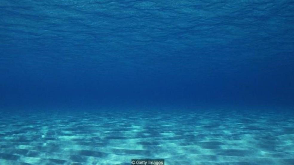 Imaginamos o fundo do mar como uma superfície plana e arenosa, mas a realidade é muito diferente (Foto: Getty Images)