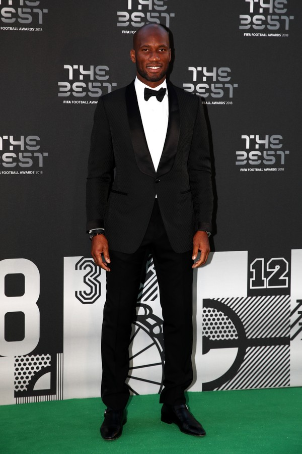 LONDON, ENGLAND - SEPTEMBER 24:  Ivorian footballer Didier Drogba arrives on the Green Carpet ahead of The Best FIFA Football Awards at Royal Festival Hall on September 24, 2018 in London, England.  (Photo by Julian Finney/Getty Images) (Foto: Getty Images)