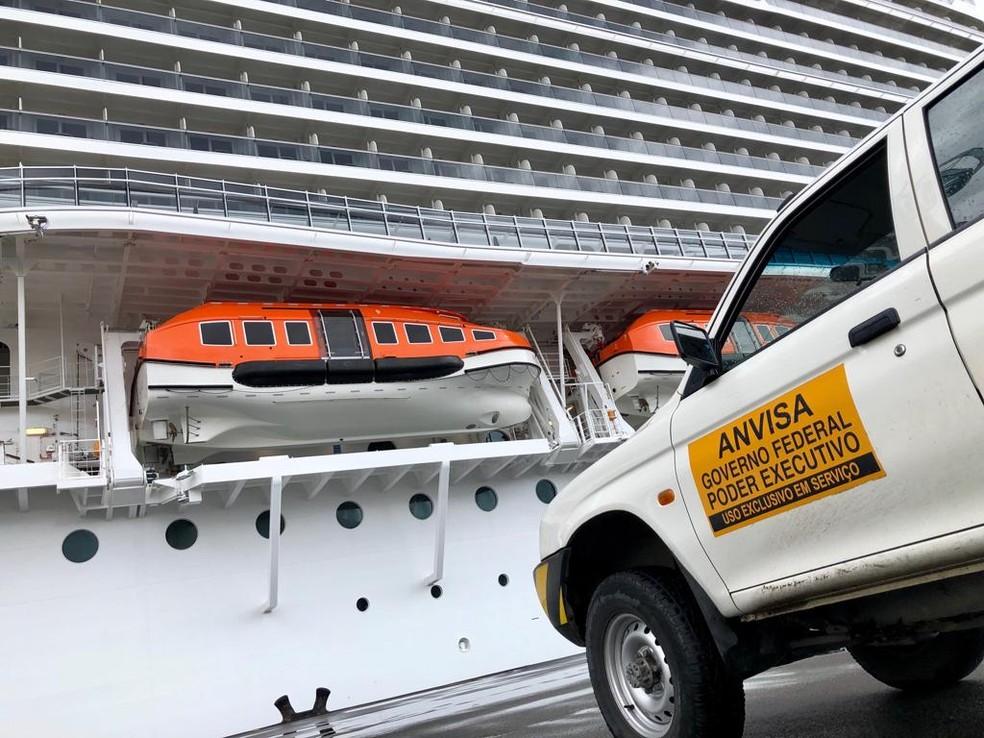 Anvisa faz inspeção em navio de cruzeiros, em Santos, SP — Foto: Rogério Soares/Jornal A Tribuna de Santos
