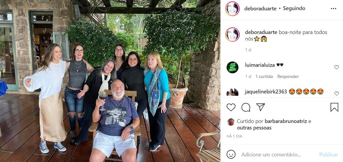 Paloma Duarte se reúne com a família no sítio do pai, Lima Duarte (Foto: Reprodução/Instagram)