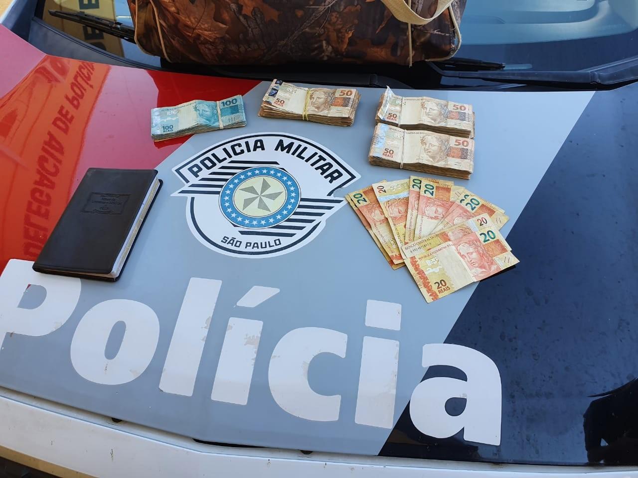 Durante fuga, homem é flagrado com quase R$ 20 mil em táxi e termina preso por estelionato