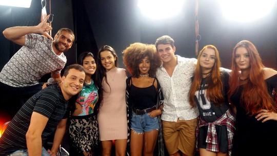 Mesa-Redonda BBB - Mayla dispara: 'Não vai rolar nada entre Emilly e Marcos'