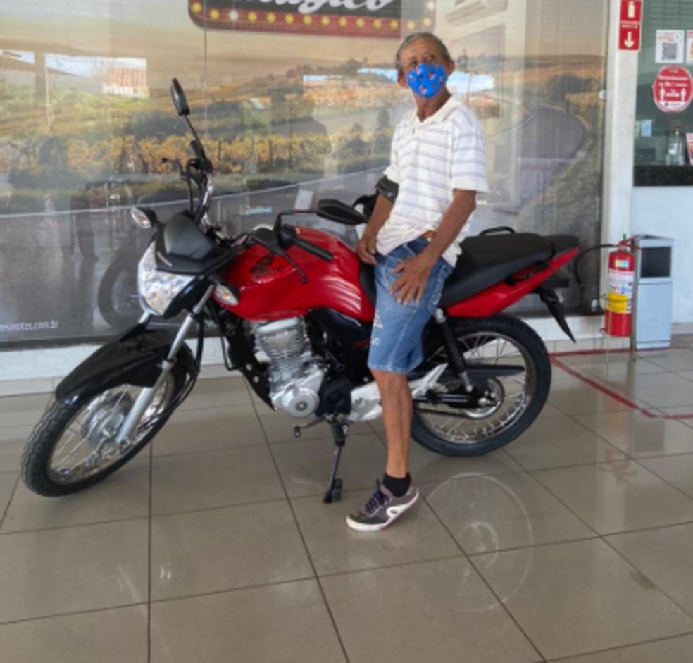 Gari teve a moto levada por assaltantes durante o trabalho em Juazeiro do Norte. — Foto: Blog Sub Cariri/Arquivo Pessoal