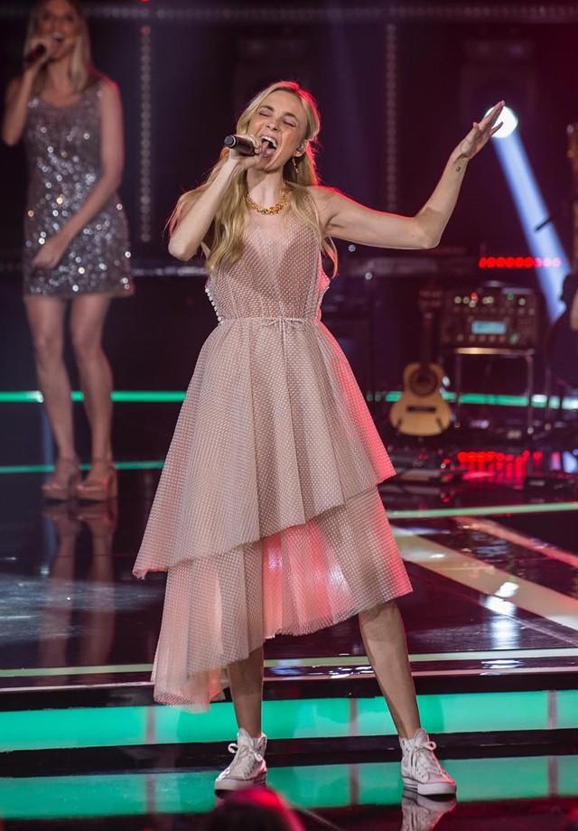 Caroline Trentini veste Paula Raia em Popstar (Foto: Divulgação)