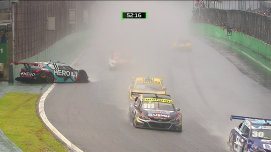 Lucas di Grassi roda na reta durante prova da Stock car