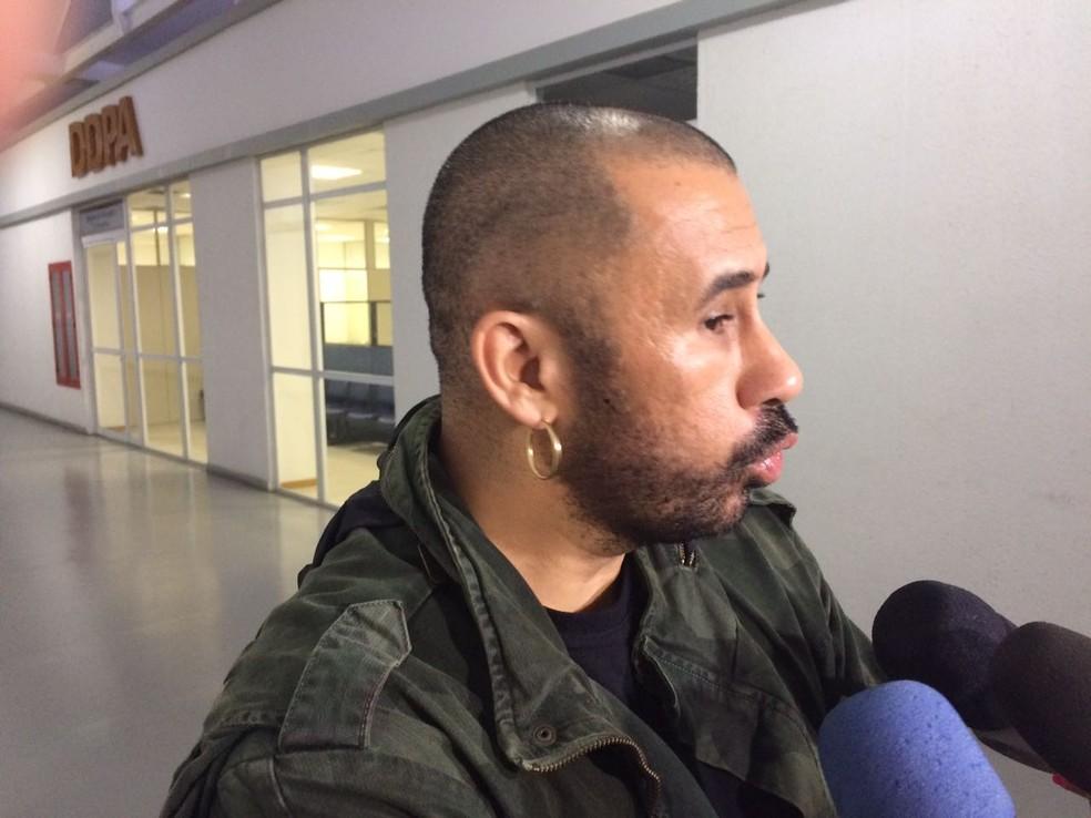 José Júnior, coordenador do Afroreaggae, intermediou a rendição do suspeito. (Foto: Alessandro Ferreira)