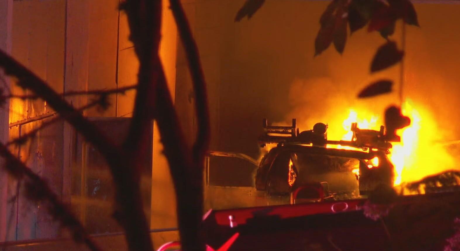 Incêndio em subestação deixa moradores sem luz na Zona Sul de São Paulo