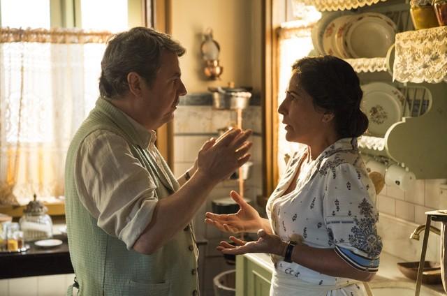 Cassio Gabus Mendes e Gloria Pires são Afonso e Lola em 'Éramos seis' (Foto: Estevam Avellar/TV Globo )