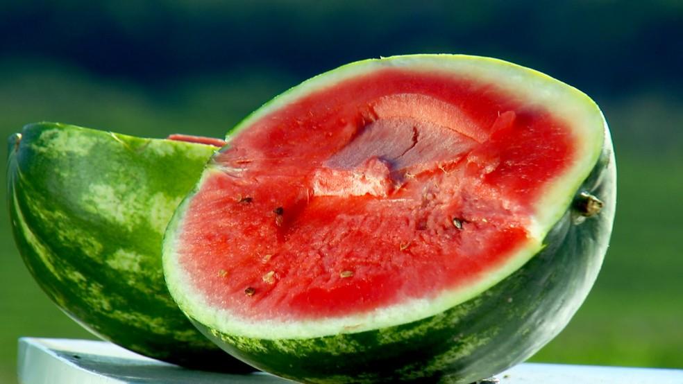 Quilo da melancia custa R$ 0,70 em Rolim de Moura e R$ 1,00 em Ouro Preto do Oeste  (Foto: TV TEM)