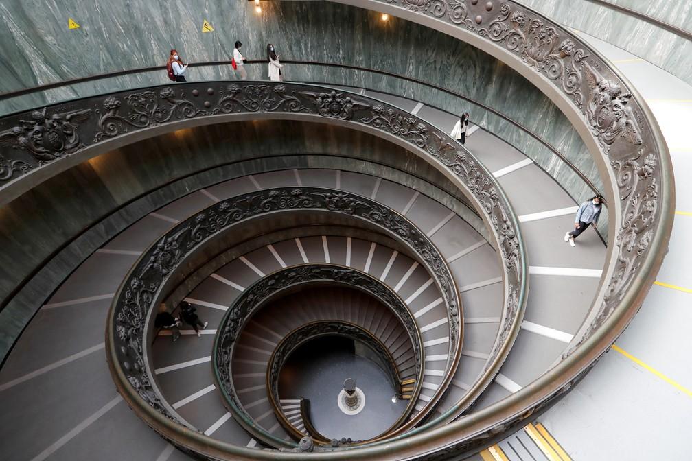 Escadaria de acesso aos museus do Vaticano em foto de 3 de maio de 2021 — Foto: Remo Casilli/Reuters