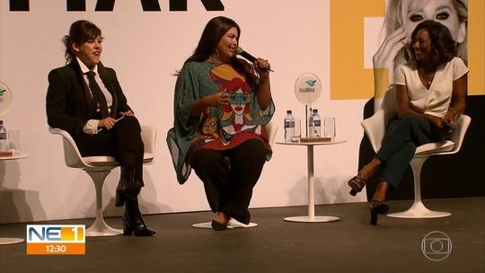 Glória Maria, Fabiana Karla e Bárbara Paz lotam teatro na Zona Sul do Recife