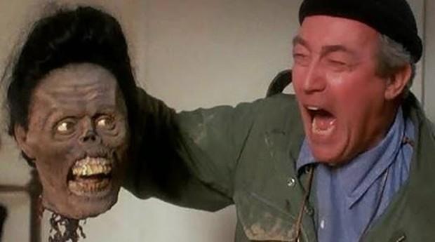 James Karen em A Volta dos Mortos-Vivos (1985) (Foto: Divulgação)