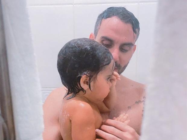Mico Freitas e o filho caçula, Arthur (Foto: Reprodução/Instagram)