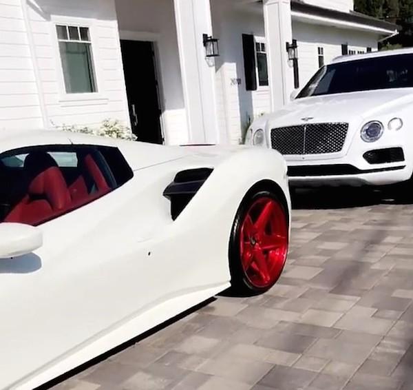 Os dois carros de luxo ostentados por Blac Chyna nas redes sociais (Foto: Instagram)