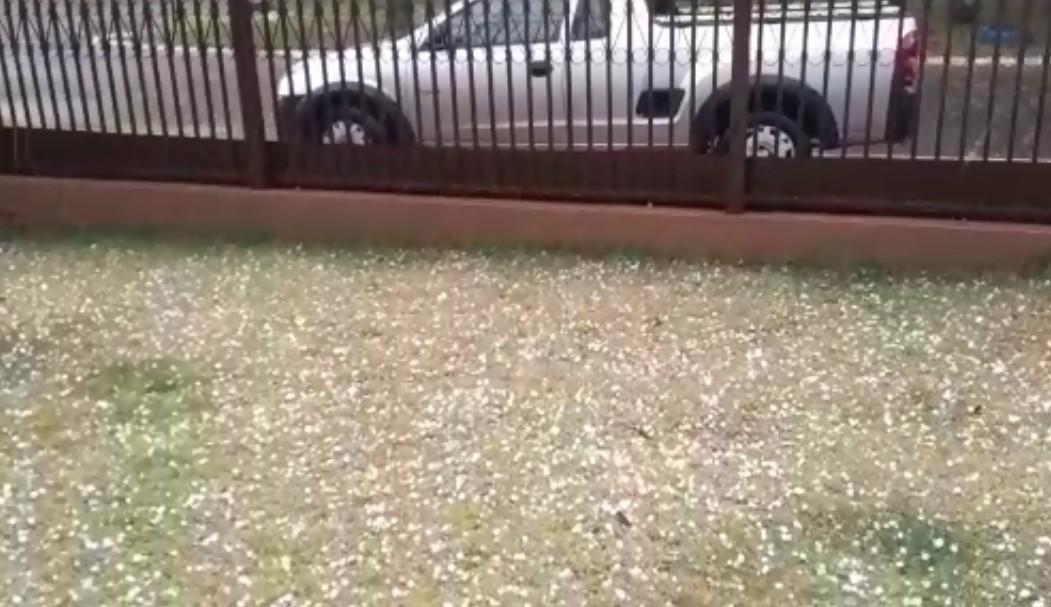 Chuvas de granizo são registradas em bairros de Cascavel