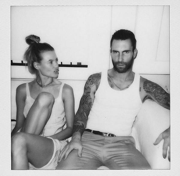 O casal composto pelo músico Adam Levine e pela modelo Behati Prinsloo (Foto: Instagram)