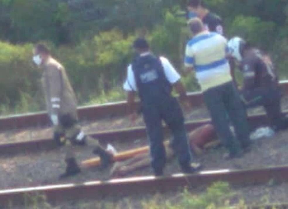 Edson José de Lima foi resgatado nos trilhos do Metrô do Recife após ficar com o corpo preso em vagão nesta sexta-feira (4) — Foto: Reprodução/WhatsApp