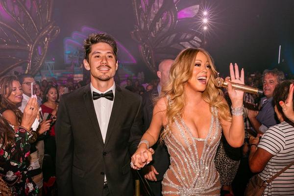 A cantora Mariah Carey com o namorado durante um show (Foto: Instagram)
